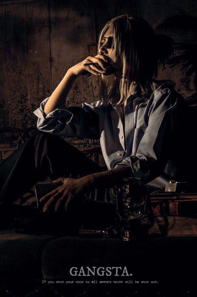 昔の写真編集!ちょっと暗めのお写真集めたら4枚中3枚は喫煙という…喫煙キャラ好きなんだよな〜〜色味いじって英文つけるの楽