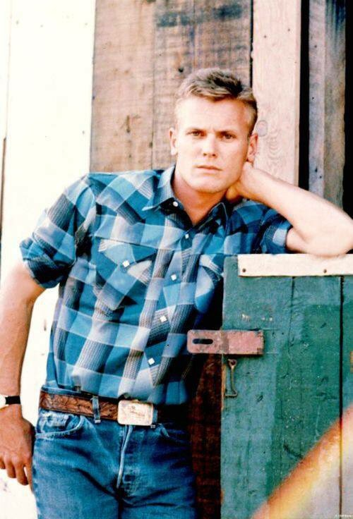 Happy Birthday to vintage Hollywood hunk Tab Hunter, who turns 86 today!