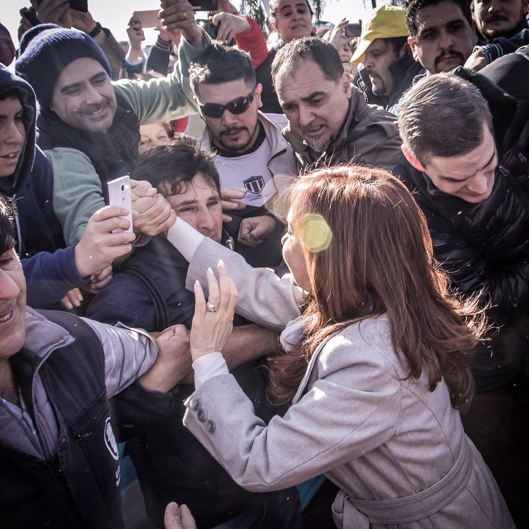 Hoy en #Zárate acompañando a los trabajadores despedidos de Atucha. https://t.co/50yQpUj4EH