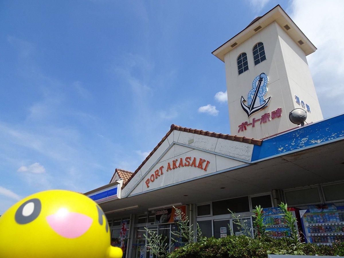 【道の駅0685】ポート赤碕コンビニ、ラーメン屋併設。海産物・農産物直売所の前では魚が回っていました。琴浦さんのポスター