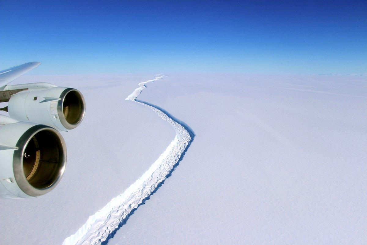 Massive iceberg breaks away fromAntarctica