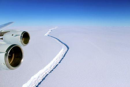 Giant iceberg breaks off Antarctica