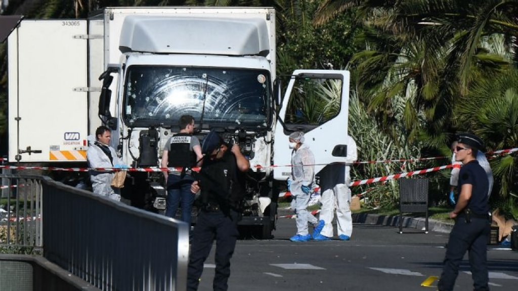Prosecutor demands withdrawal of Paris Match over Nice attack photos
