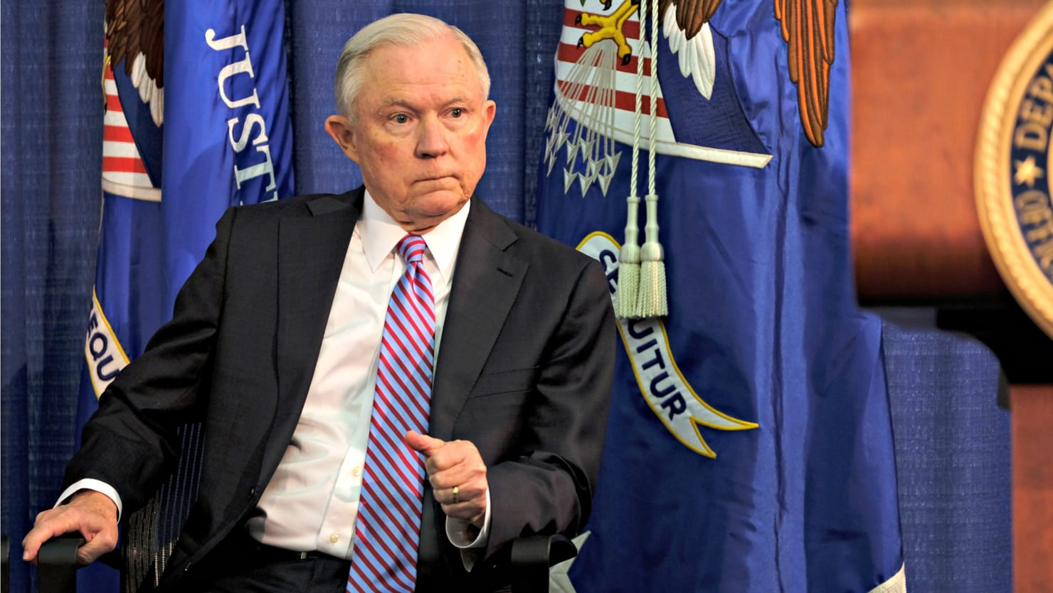 DOJ defies court order to release Jeff Sessions' Russian contacts https://t.co/DHilWa2aY5 https://t.co/wi148WhqWV