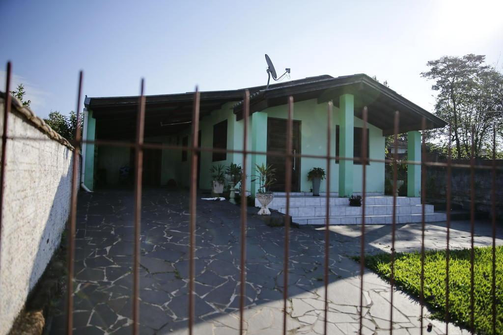 """VÍDEO:""""Não tenho nenhum envolvimento"""", diz marido suspeito de matar pastora em Montenegro"""