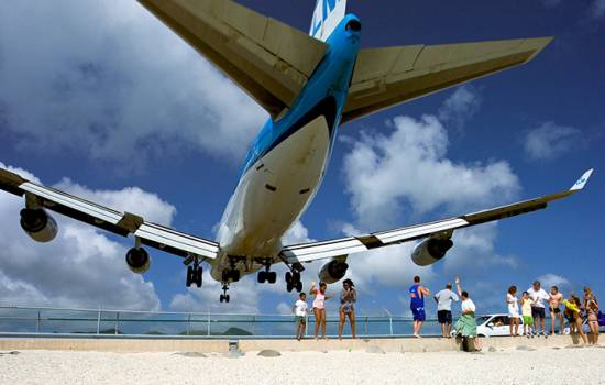 Jet blast kills tourist at famed Maho Beach in Sint Maarten