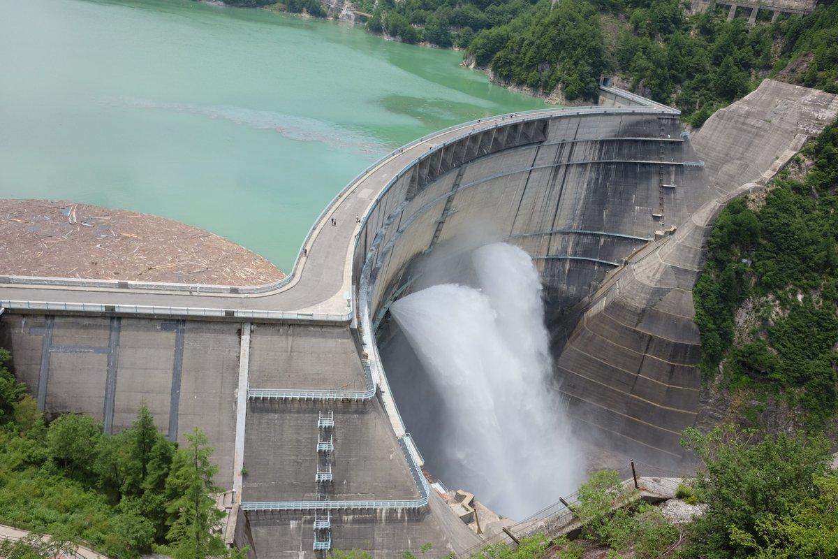 クロムクロの聖地巡礼してきた。黒部ダムの放水凄すぎ!