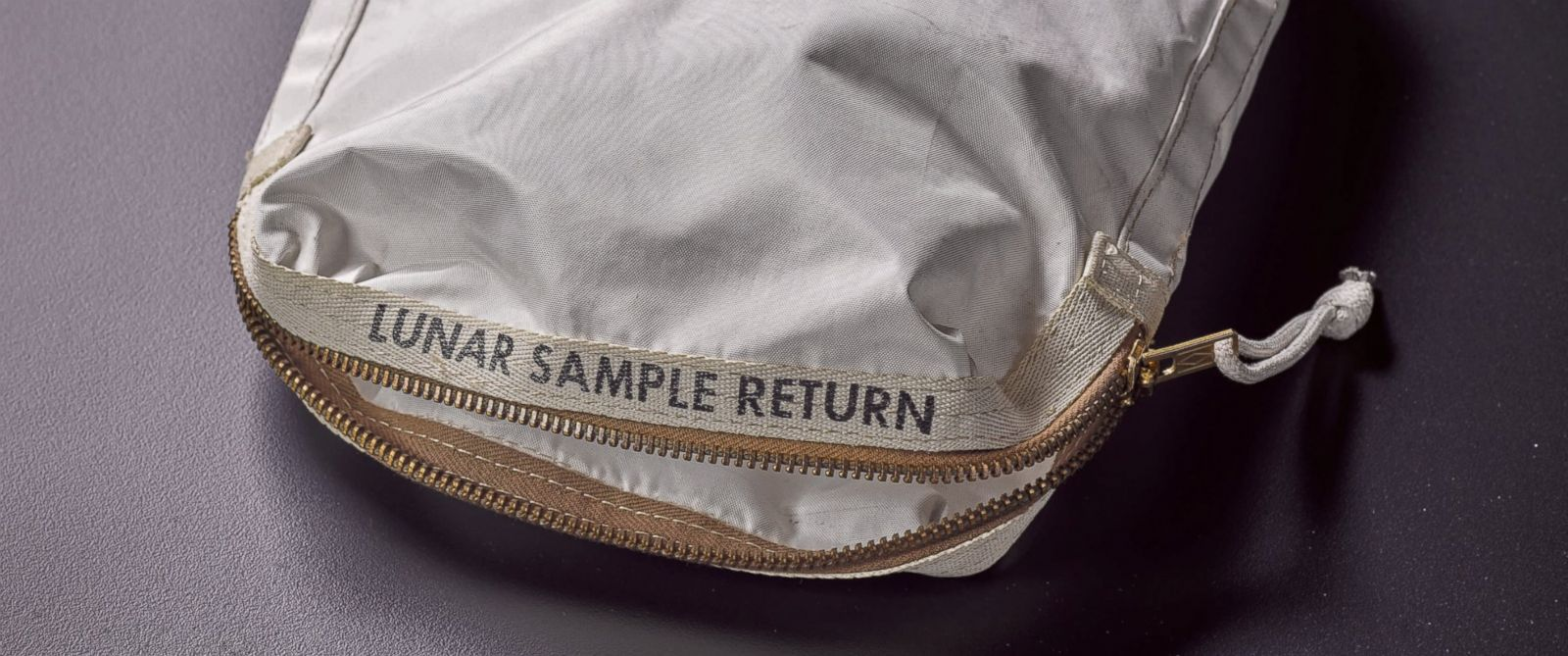Bag containing moon dust from Apollo 11 expected to sell for millions at auction: https://t.co/jRSvTF7m9f https://t.co/6bs7vuQi7l