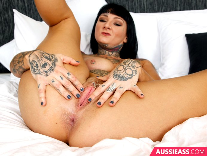 Update: 371 Pussy fisting tattooed babe - DHTInsN589 xisn32uKvK
