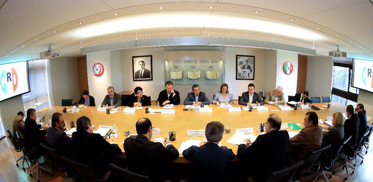 Llevé a cabo una reunión muy productiva con la Comisión Redactora de la #XXIIAsambleaPRI. #TuVozPRImero https://t.co/VjWg7qCXYg