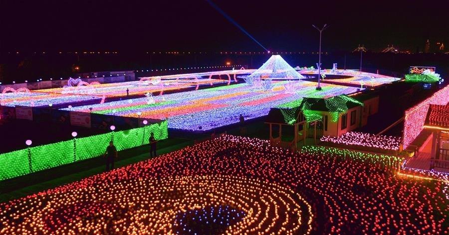 انطلاق مهرجان مصابيح الورود الدولي