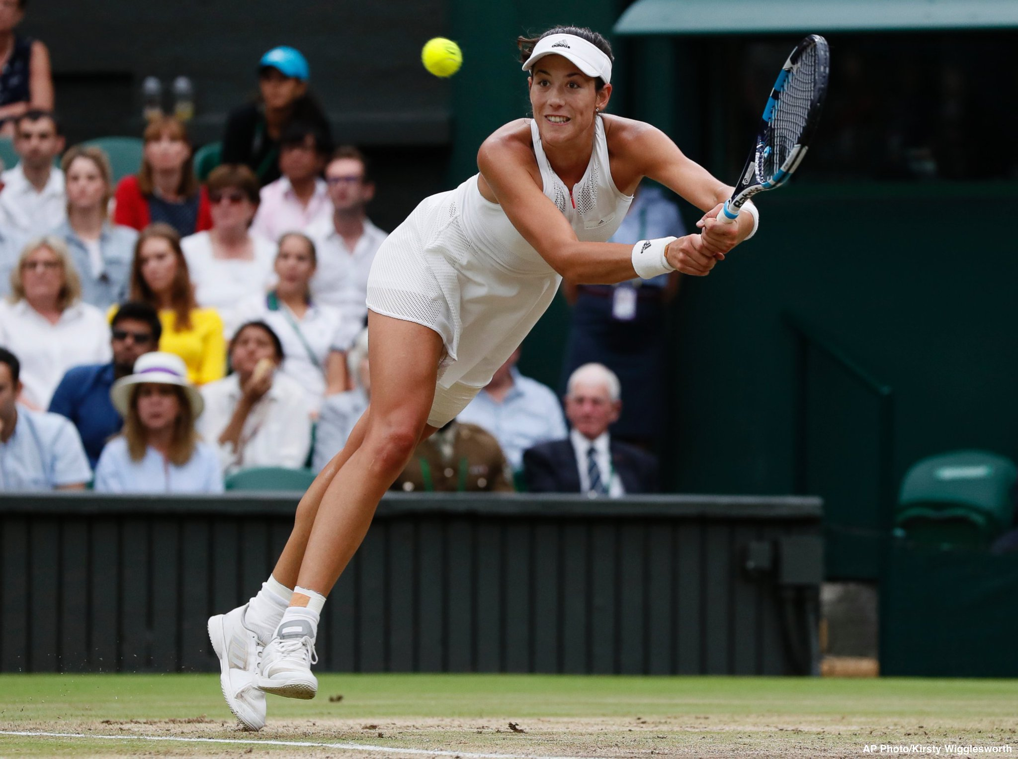 JUST IN: Garbine Muguruza out-powers Venus Williams to win Wimbledon title 7-5, 6-0 https://t.co/Upk5Y39WM4 https://t.co/et9SjqGK47