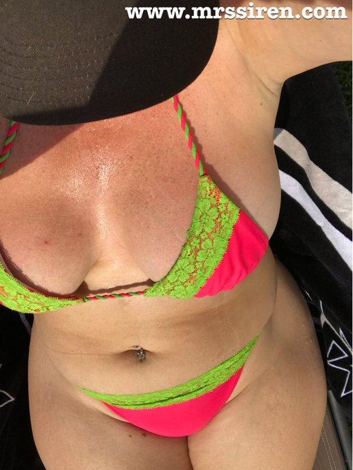 Damn it's hot!!!! Sweaty mama!!!! Lol https://t.co/lQNGsi7ow4