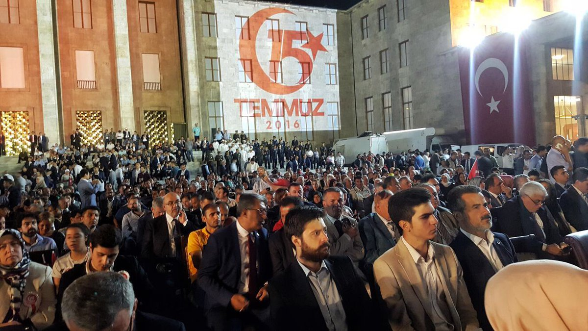 RT @suatkilic: Ankara'da #DarbeyiSusturanSelalar ile #Nöbetteyiz... https://t.co/nb4ModY4gG