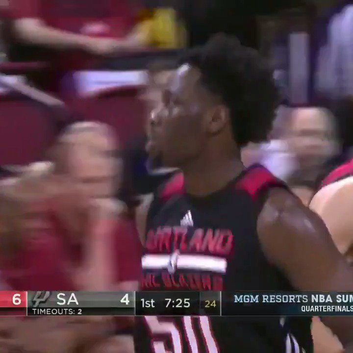Leading scorer at the half on ESPN 2: Caleb Swanigan.  14 PTS on 7/12 shooting from the field! #NBASummer https://t.co/pyGbubYIiC