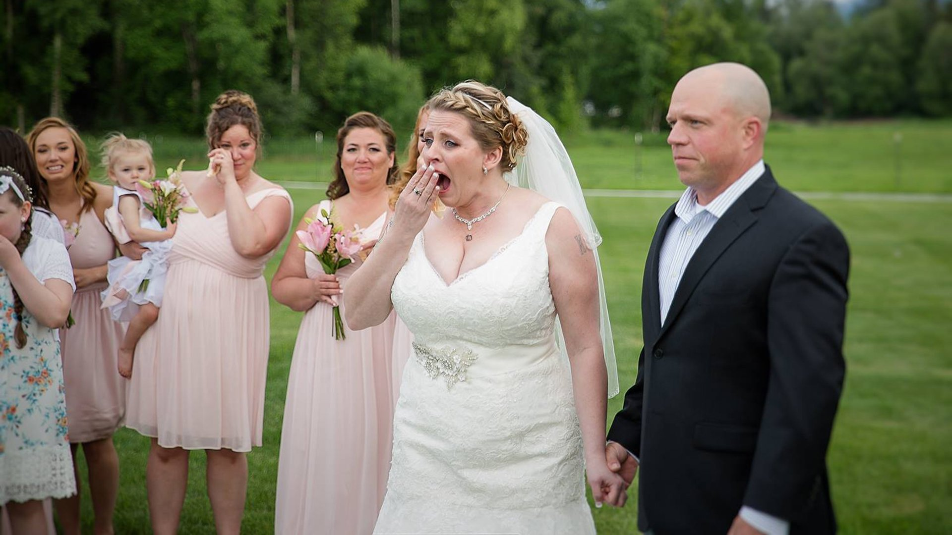 Bride gets wedding day surprise from man who received late son's heart https://t.co/MvtdAD8Qt2 https://t.co/FNGEgPkuaL