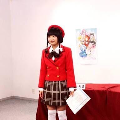 MC中に皆んなが舞台に立ってる時、話を振られてない時の種崎敦美さんの立ち姿が棒立ちに近い感じが多くてなんか既視感を感じる
