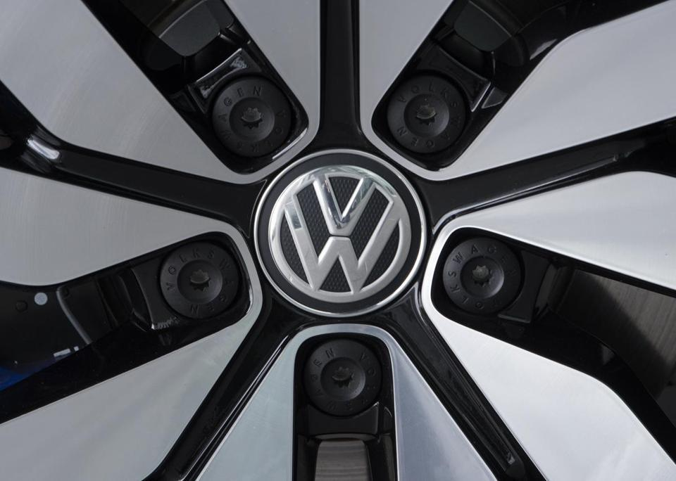 VW and regulators agree on fix for cars in cheating scandal