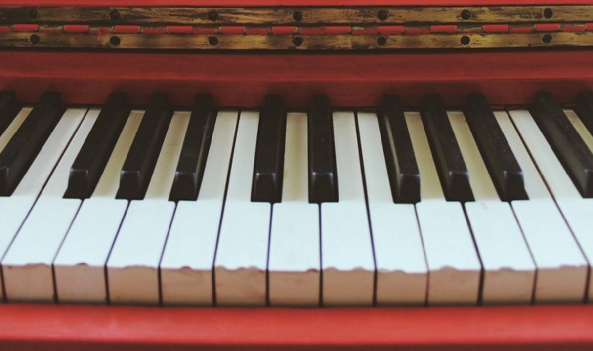 Do you know someone who plays the piano? https://t.co/MTVzWoVmYp https://t.co/2IPJCwnwCQ