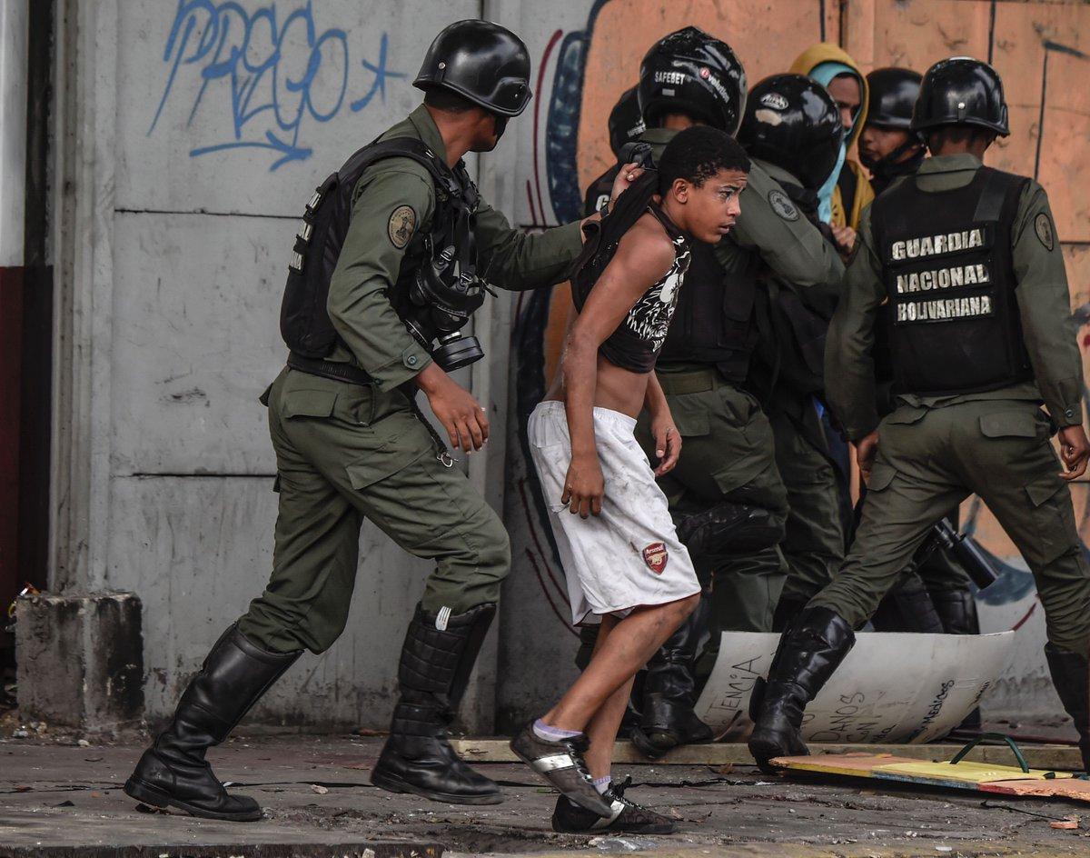 Opinión de @chaferox Venezuela, del populismo a la dictadura.
