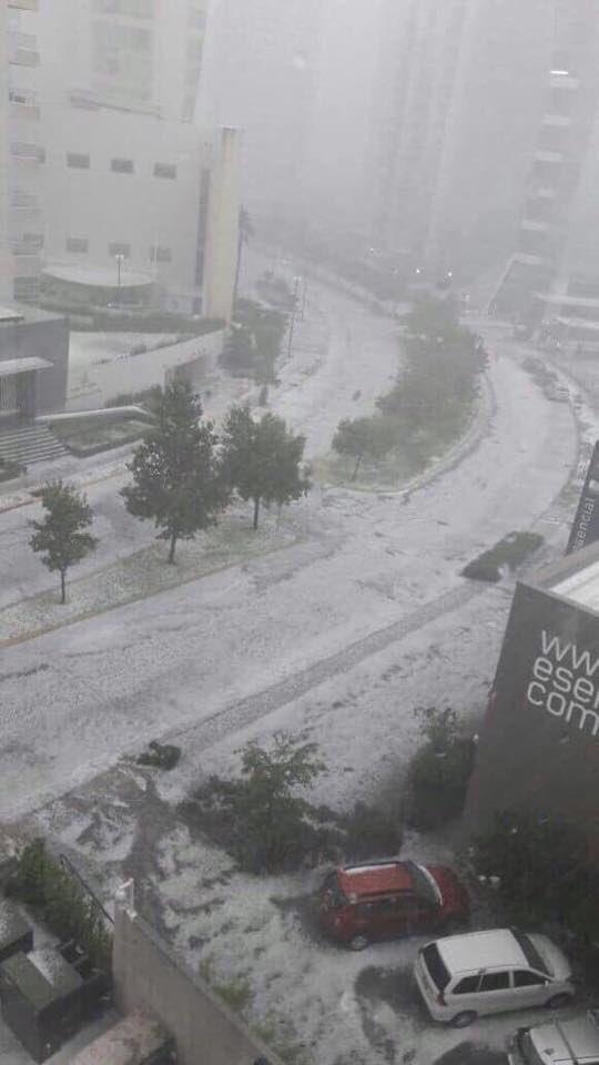 Que haya mucho hielo en Guadalajara precisamente cuando juega el #atlas no es ninguna coincidencia. #LluviaGDL https://t.co/aNoqkD7Tjc