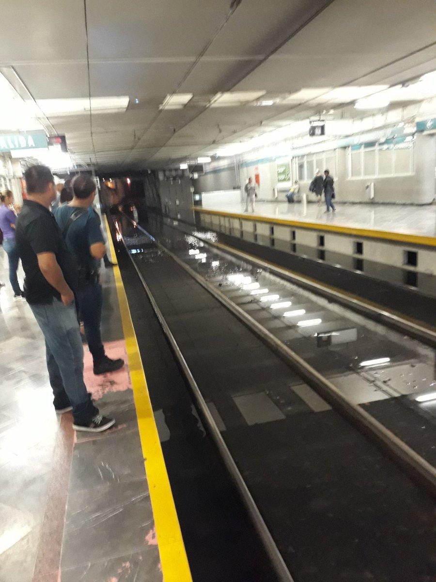 #LluviaGDL así en @SITEURJAL el tren dw mi Guadalajara!!! 😏😑😑😑 https://t.co/PPClSOoyBU