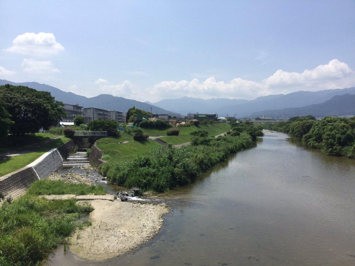 スタバに行く途中に撮った室見川。『波打ち際のむろみさん』のむろみさんの名前の由来となった川です。