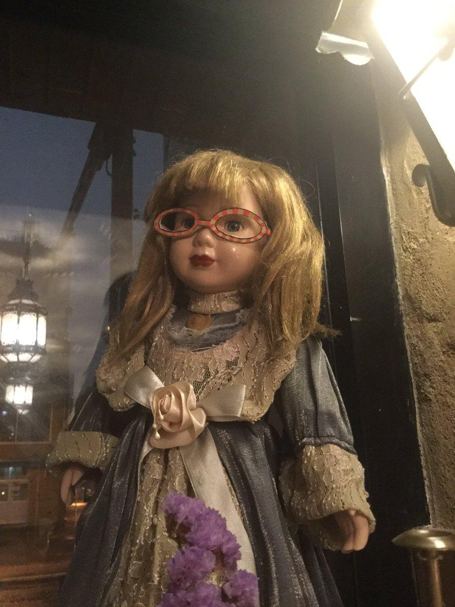 8/3のメガネ夜話に準備が進む館内、ゴルゼス以外にもサラさんやらサーバルさんやらが続々と眼鏡に。めがねにこのまま侵食され