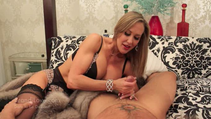 Another vid sold! Hotwife Handjob A Fantasy in Fur. Get yours here https://t.co/rFBiEPHsXd @manyvids
