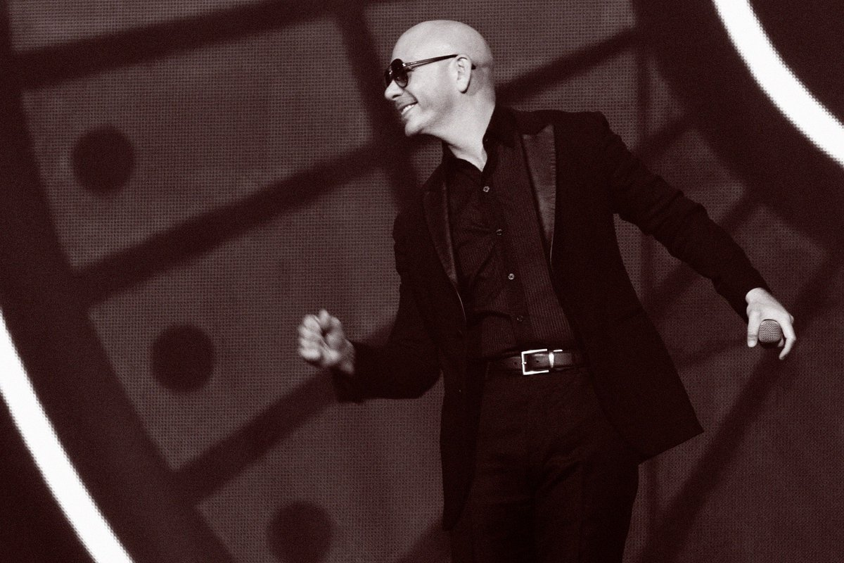 The show continues tonight in Vegas #PitbullVegas https://t.co/ZzDyqB9ia3 https://t.co/8DxNZFL4HS