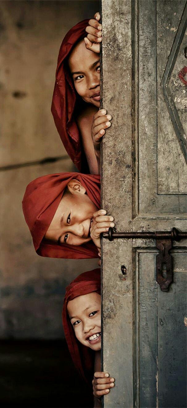 Nascondere un sentimento non è mai una buona idea ed allora uscite e sorridete al mondo  #BuonaDomenica   #InVoloSenzaRete https://t.co/KMcDIYCd9I