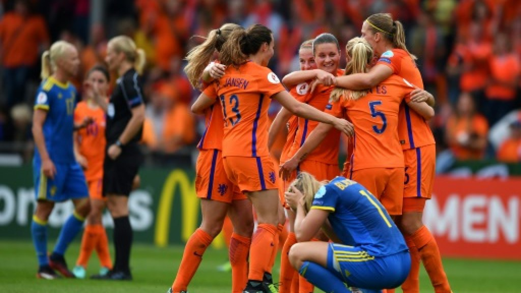 Netherlands ease past Sweden into Euro semi-finals