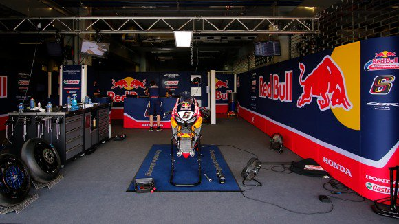 "test Twitter Media - ""It's been a very complicated season so far"" - Ronald Ten Kate, @HondaWSBK 's team manager  👇🎥 #WorldSBK https://t.co/ySBS0k5fLo https://t.co/ENTCUSX8oK"