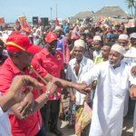 President Kenyatta issues title deeds in Lamu, warns terror agents