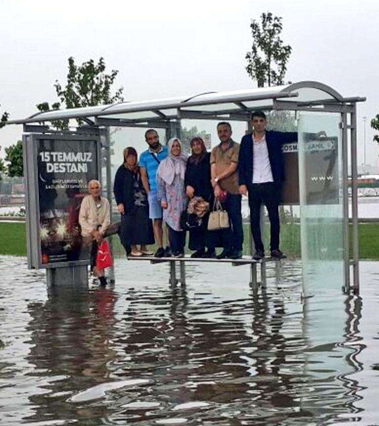 RT @hayriituncc: Destan ile hayat arasında sıkışıp kalmak! #yağmur #15Temmuz https://t.co/OmMK9Zuuid