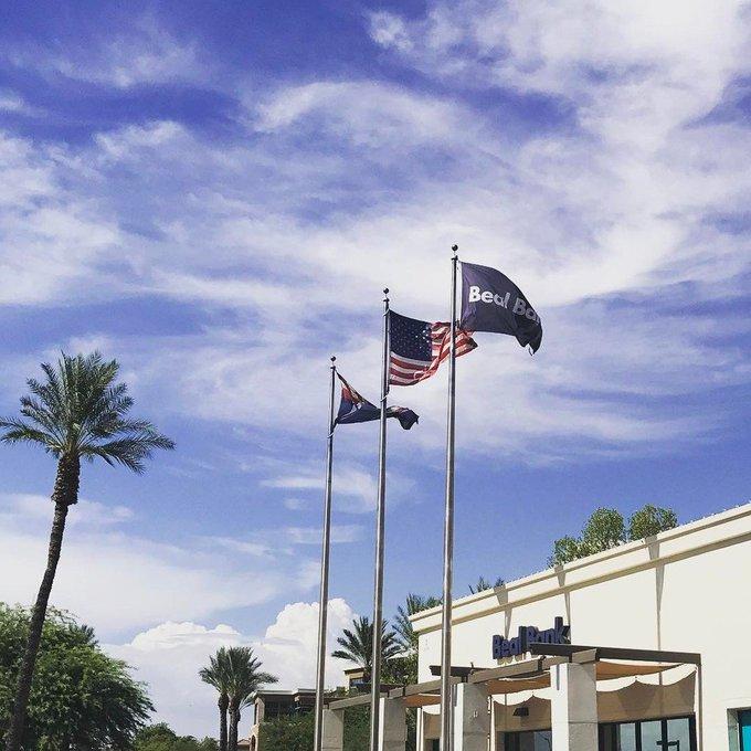3 flags flying at Beal Bank in Scottsdale. #usflag #arizonaflag #bealcustomflag #customflags https://t.co/wFeatLIcwV https://t.co/nErZuoroNo