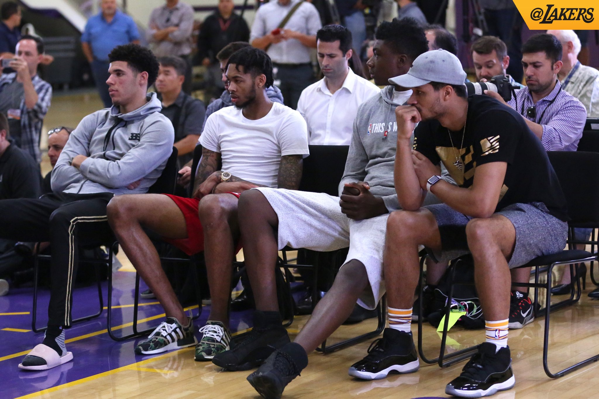 Front row seats for the new family. #LakeShow https://t.co/oEL8Wged8b