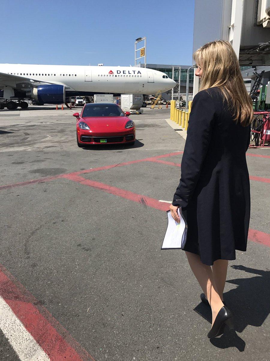 RT @sza: Lol when u hop off tryna figure out who da Ferrari for cus u ain't never had shit 😂🤔🙏🏾#grateful https://t.co/cG8Y7HoZqE