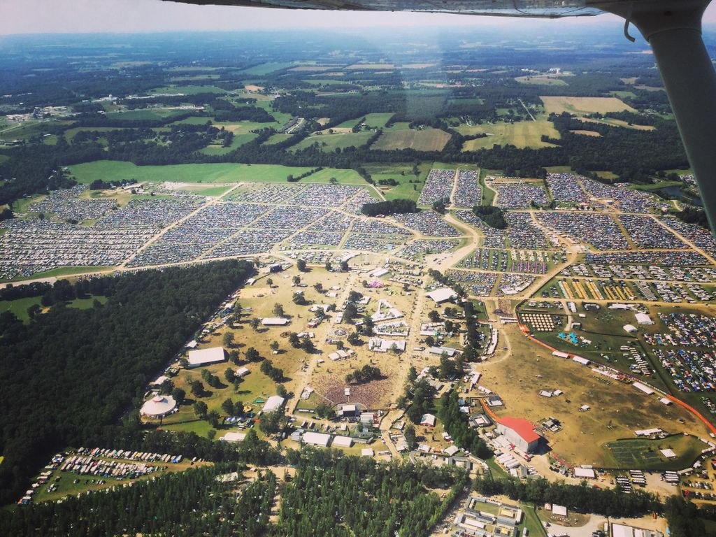 Can you spot your home away from home?  #Bonnaroo  (��: u/cerebralmyths on Reddit r/Bonnaroo) https://t.co/tgLUYoCfTT