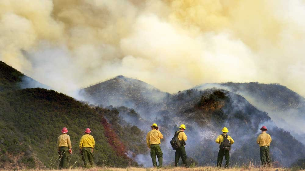 A growing wildfire in the US state of California forces thousands of residents to evacuate