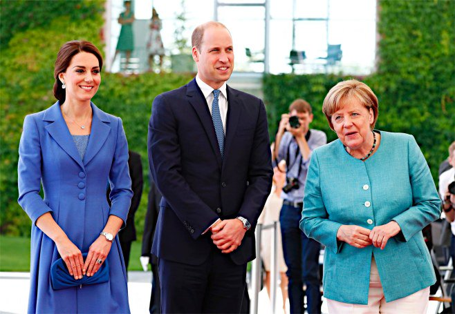 英王子夫妻を市民ら歓迎=ベルリン(7/19 時事) ウィリアム英王子とキャサリン妃が19日、長男ジョージ王子(3)、長女