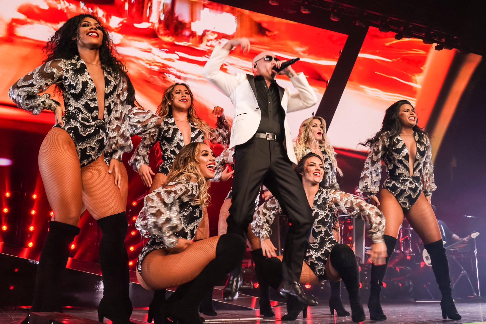 Everybody having a good time? #PitbullVegas https://t.co/ZzDyqB9ia3 https://t.co/WaVqkxpVCi