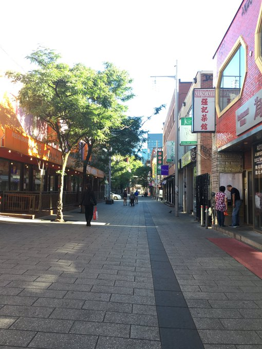 Today I miss walking in Montreal's Chinatown 🙂 https://t.co/DhXV7oAFra