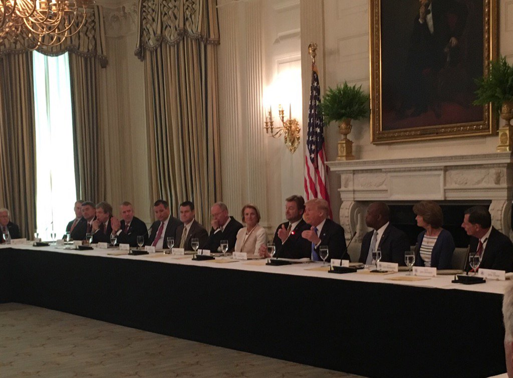 .@POTUS meets with Senate Republicans over lunch @WhiteHouse on healthcare https://t.co/pogMf6f7fL