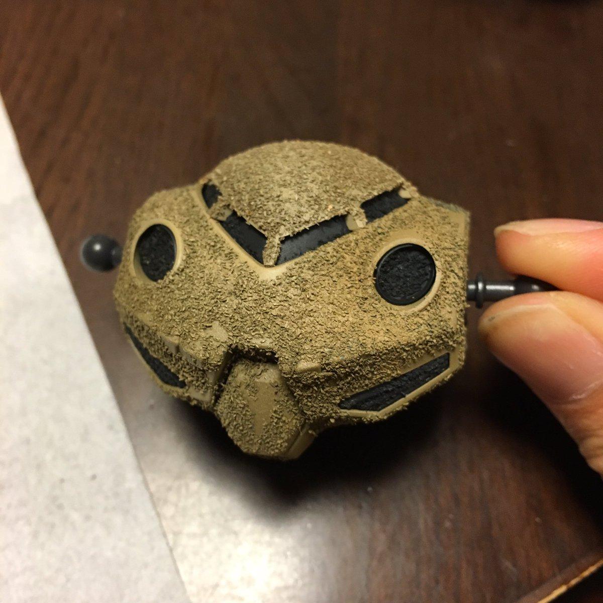 ズゴックEの胴体完成モノアイ部分はパテで埋めて潰しましたサンダーボルトのようにモノアイがたまに光る感じが好きなんですパウ