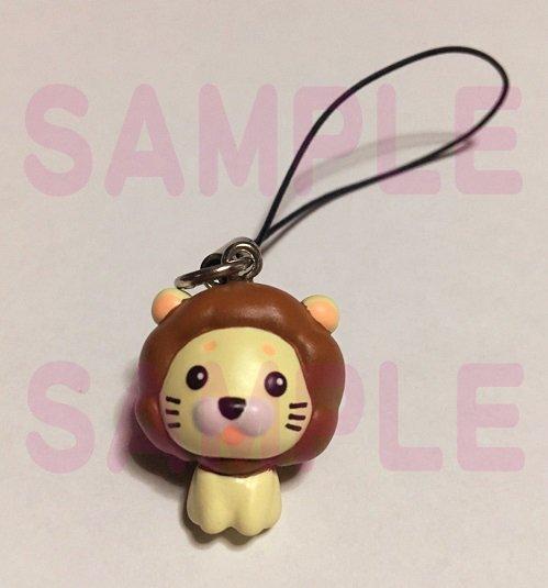 (*`▽´奏)<【好評発売中】アニメ『OZMAFIA!!』にも登場したライオン姿のカラミアが小さくてかわいいストラップに