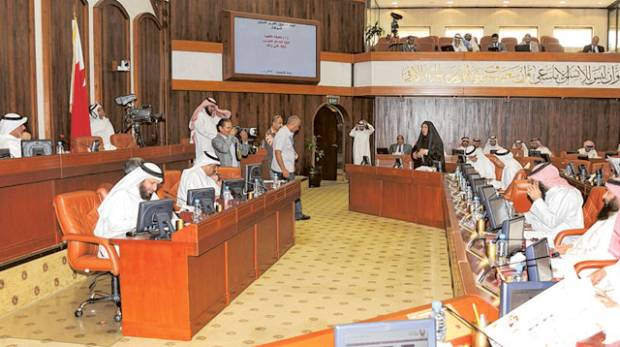 Cap on expats' age rejected in Bahrain