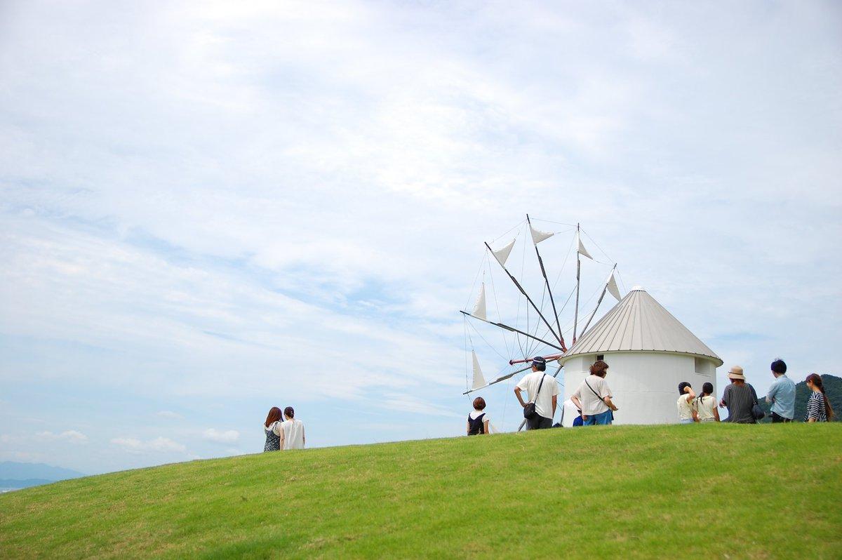 小豆島オリーブ公園魔女宅のポーズが大人気。緑のポスト可愛いです。オリーブソフトはとてもおいしくて気に入った。背の高すぎる