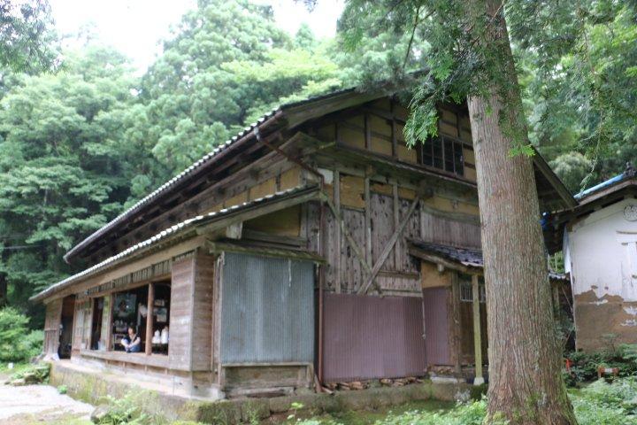2017/07/17 の富山県上市町の山中にある おおかみこどもの花の家 の風景