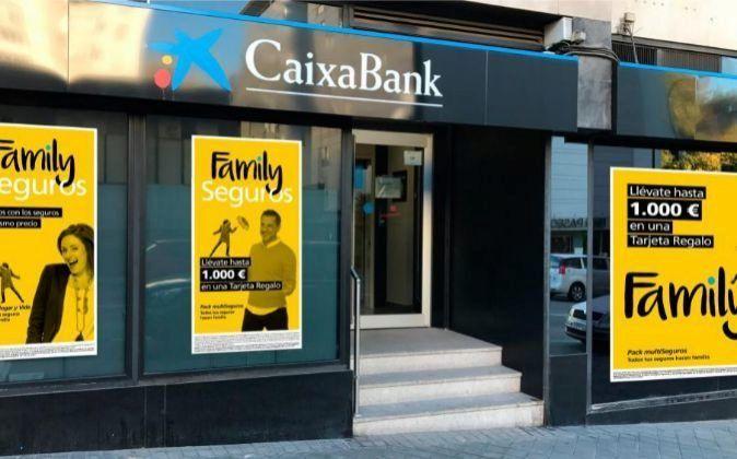 RT @exp_empresas: La CNMV multa a CaixaBank con 750.000 euros por mala atención a clientes https://t.co/ejsi31EkbR https://t.co/gx7RdKz4C1